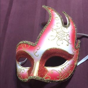 Mardi Gras style face mask/Halloween NWOT